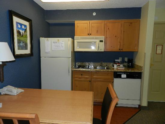 Homewood Suites by Hilton Colorado Springs North: Kitchen area