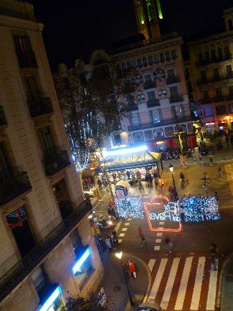 Moderno Hotel Bcn: View of La Rambla at night