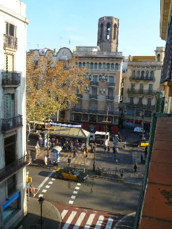 Moderno Hotel Bcn: View of La Rambla from balcony