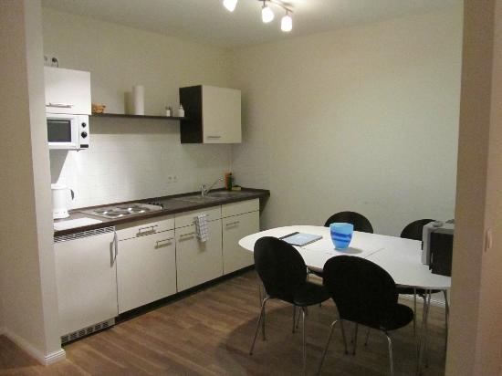 Schoenhouse Apartments: Cocina, comedor