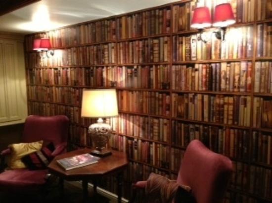 Shibden Mill Inn: Hallway