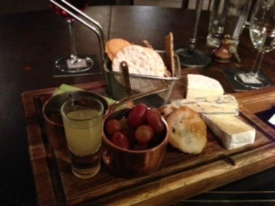 Shibden Mill Inn: Cheese Board
