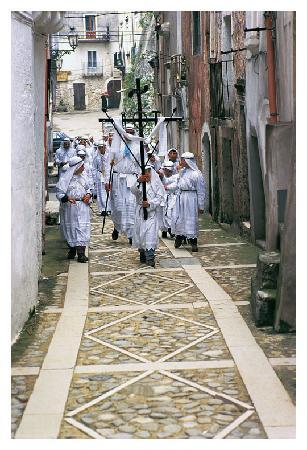 Vico del Gargano, Italie : frammento di processione durante la caratteristica commemorazione del venerdì santo