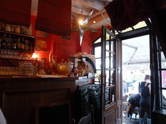 Chez Lazare: Bar by the enterance door