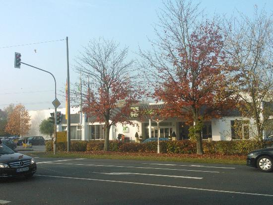 Leonardo Hotel Dusseldorf Airport - Ratingen: The hotel is small