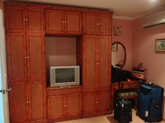 Monaco Suites de Boracay: Plenty of storage space