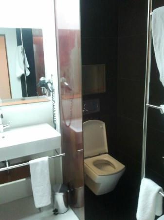 Vincci Zaragoza Zentro: Baño Hab101