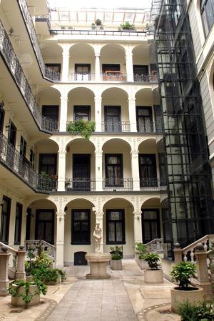 Dunaflat Apartments: Cortile interno