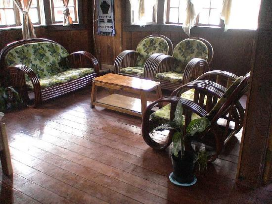 Sagada Grandmas Yellow House and Cafe : lounge room