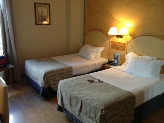 Hotel Eurostars Regina: Our room on the second floor