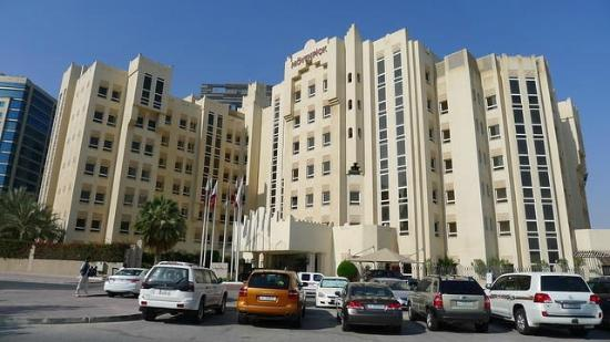Movenpick Hotel Doha: The hotel seen from the front