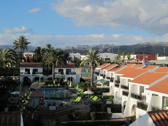 Hotel Parquemar: View from front door of studio apartment overlooking pool and bungalows