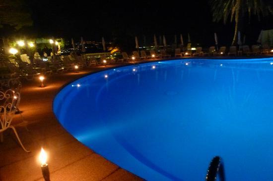 Grand Hotel Miramare: piscina di sera