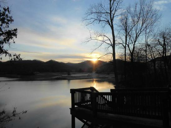 Stonewall Resort: Sunrise over Stonewall Lake