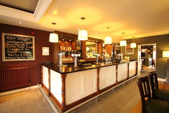 Fairways: Bar/Lounge Area