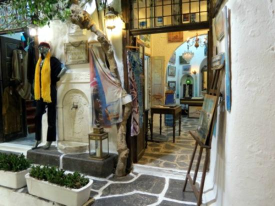 Mykonos-Stadt, Griechenland: As lojas típicas da rua principal