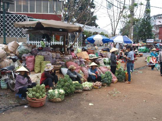 Thi Thao Gardenia Hotel: market place