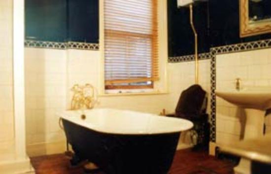 Hammersmith Thames Walk Bed and Breakfast: Bathroom
