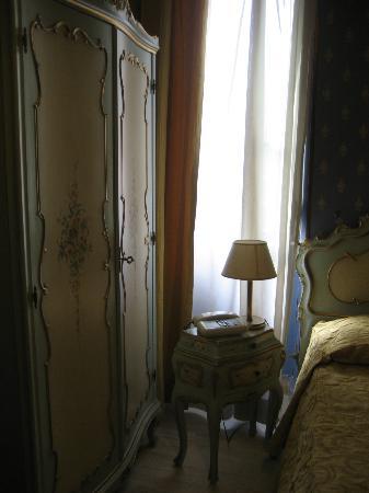 فندق فيلا سان لورينزو ماريا: La stanza, piccola, ma molto confortevole! 