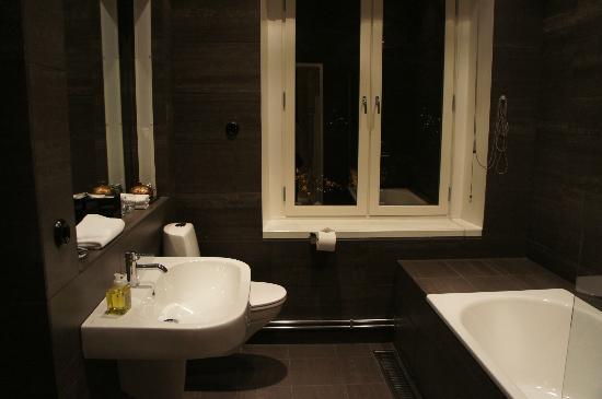 Lydmar Hotel: Bathroom