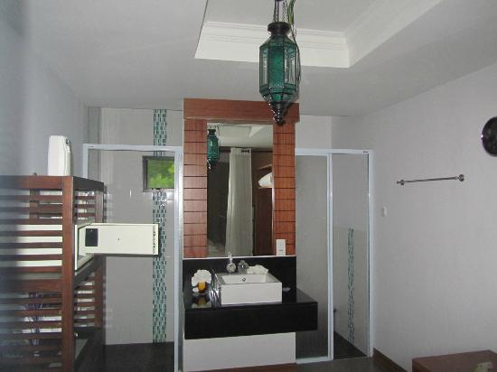 Villa Molek: Traditional Room Bathroom