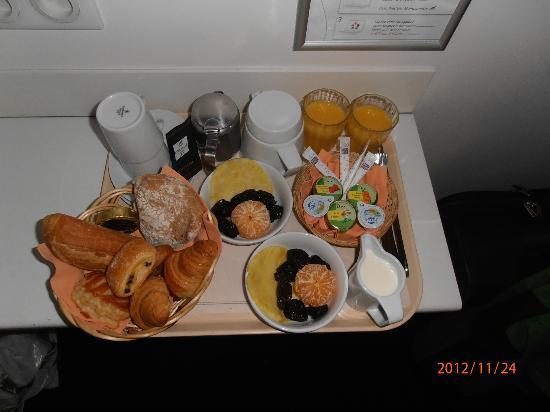 BEST WESTERN Le Montparnasse: Frühstück aufs Zimmer