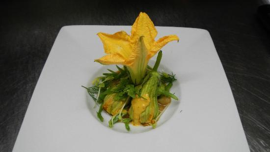 JMF Restaurant: fleur de courgette farcie