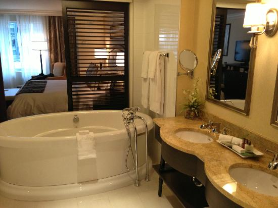 salle de bain picture of le st martin hotel particulier montreal montreal tripadvisor. Black Bedroom Furniture Sets. Home Design Ideas