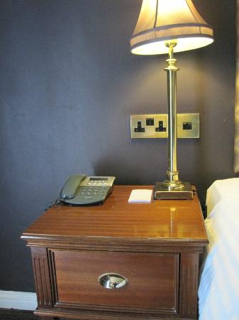 Forster Court Hotel: Night stand