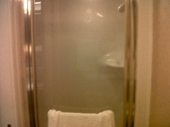 Sleep Inn Airport: egg shaped shower, goes to the left