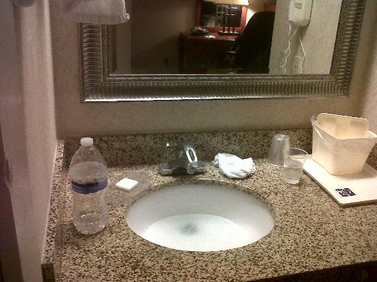 Sleep Inn Airport: sink that didn't drain