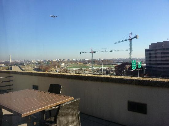 DoubleTree by Hilton - Washington DC - Crystal City: Balcony view