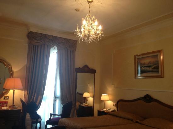 Hotel Terme Due Torri: chambre somptueuse