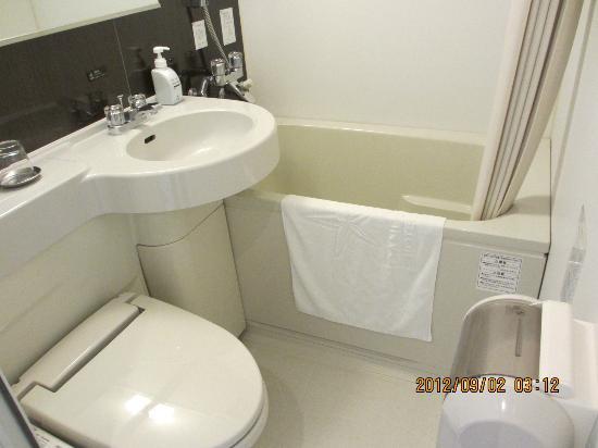 Candeo Hotels Chino: コンパクトながら清潔な浴室