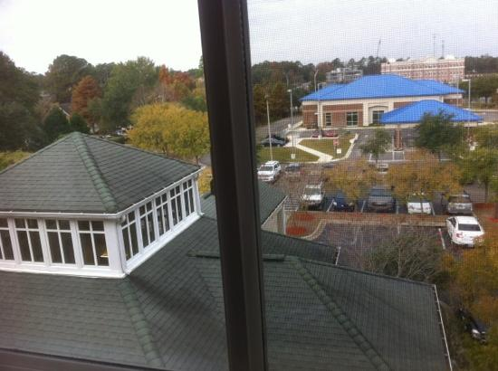Hilton Garden Inn Tallahassee: roof looks old too