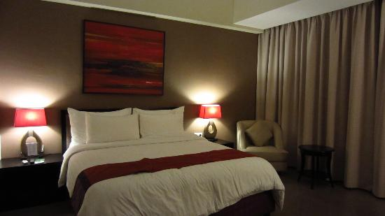 100 Sunset Hotel Managed by Eagle Eyes: Superior room (faced main road)