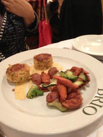 BRIO Tuscan Grille: crab and shrimp cakes