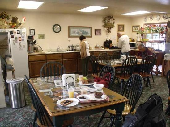 Peach Tree Inn: La salle du petit déjeuner