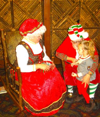 Six Flags Great Escape Lodge & Indoor Waterpark: Santa was great !