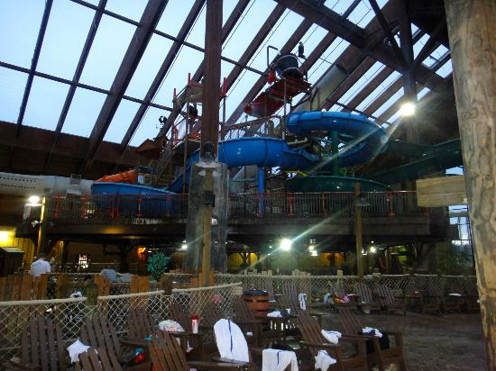 Six Flags Great Escape Lodge & Indoor Waterpark: Water way to cold