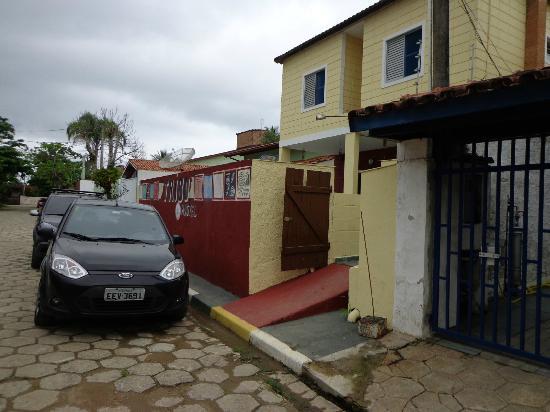 Pousada Tribo Ubatuba Hostel: frente da pousada