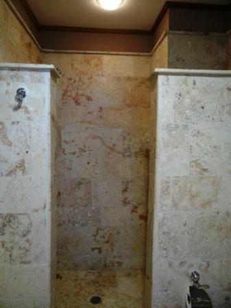 Los Altos Residences: Shower Stall