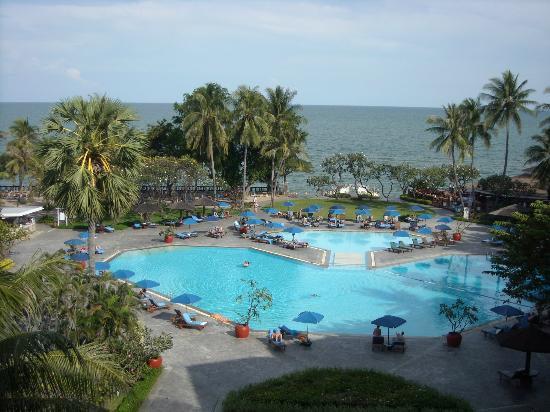 The Regent Cha Am Beach Resort: Poolansicht