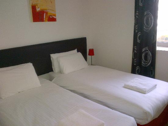 Hot-el-apartments Edinburgh Waterfront: twin room