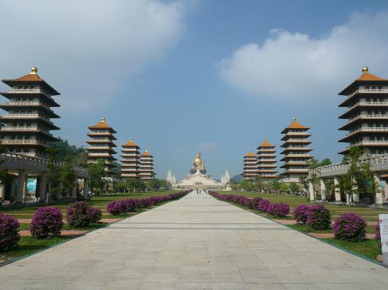 Fo Guang Shan Buddha Museum: View of the 8 pagodas and the pyramid-like building from the reception building