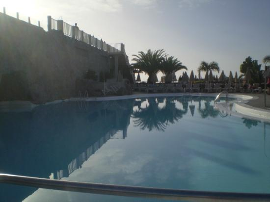 ClubHotel Riu Vistamar: early morning at the pool