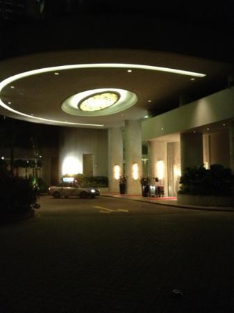 Shangri-La Hotel, Singapore: separate Entrance the Valley Wing at Shangri La
