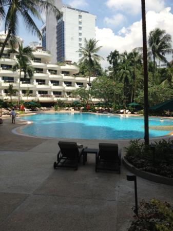 Shangri-La Hotel, Singapore: the Pool at Shangri La