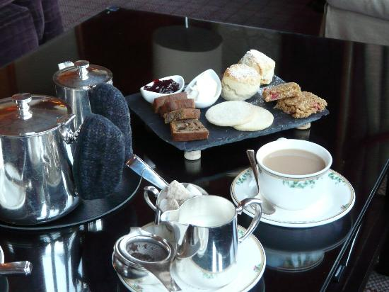 Glen Torridon: Not cheap but worth it...afternoon tea at The Torridon..one of life's lovely places....