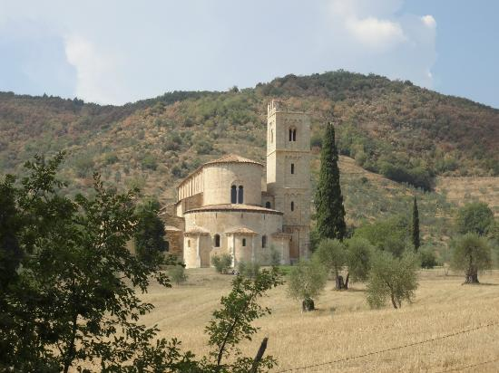 Palazzina Cesira : A day hike to the old Abbey